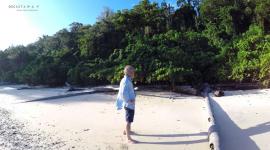 Thumbnail image for El famoso náufrago Gauthier visitando nuestra isla de Siroktabe