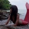 Thumbnail image for Sirena negra encontrada en nuestra isla desierta de África