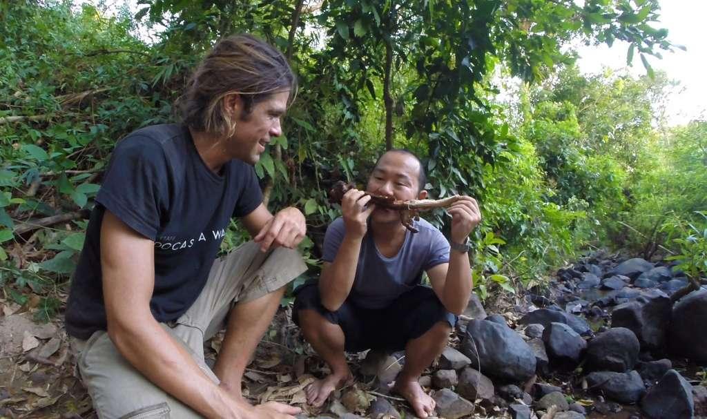 Alvaro Cerezo & Tamiki Kato eating lizard (Docastaway)