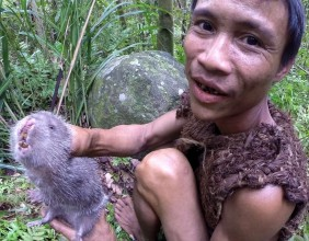 Ho Van Lang hunting a rat
