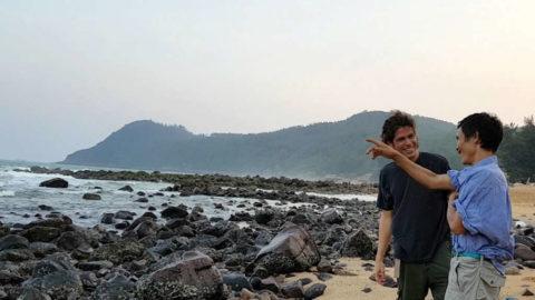 Ho Van Lang showing the ocean to Alvaro Cerezo from Docastaway
